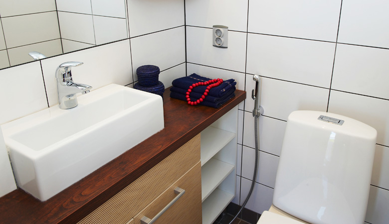 Смеситель с гигиеническим душем, хороший выбор для малого санузла